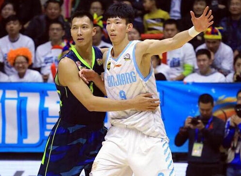 中国球员闯荡NBA跌宕起伏 前辈经验为周琦铺路