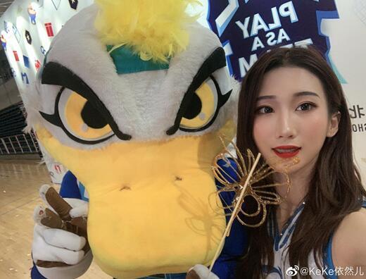 啦啦宝贝助威北京队新赛季 美女如云长腿如林